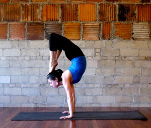 Handstand-Scorpion